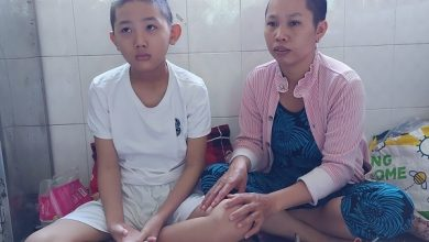 """Photo of Mẹ nghèo khẩn cầu xin giúp con trai được """"về đích"""""""