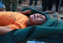 Photo of Ảnh cập nhật nóng từ hiện trường ở Trà Leng: 33 nạn nhân được đưa ra Quốc lộ bằng võng để cứu hộ y tế