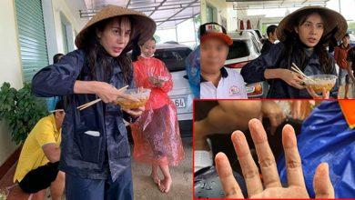Photo of Xúc động hình ảnh bàn tay Thuỷ Tiên nhăn nheo sau nhiều ngày lội nước lũ cứu trợ miền Trung