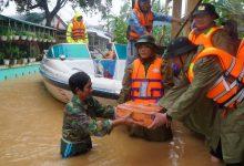 Photo of 'Đừng tặng mì tôm nữa', lời kêu gọi gửi đến các đội cứu trợ người dân vùng lũ gây tranh cãi