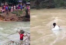 Photo of Thót tim cảnh bộ đội vượt nước xiết vào cứu dân
