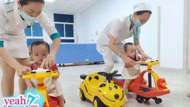Photo of Trúc Nhi – Diệu Nhi trở lại bệnh viện tái khám sau 15 ngày được về nhà, thích thú chơi đua xe cùng bác sĩ