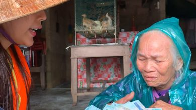 Photo of Cụ bà rét run, không ai nuôi bật khóc khi được Thủy Tiên cho 10 triệu đi chợ