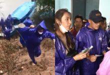 Photo of Thủy Tiên – Công Vinh đội mưa lớn đi trao tiền cho người dân miền Trung, tiếp tục nhắc lại câu nói gây xúc động