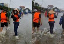 Photo of Thủy Tiên xông pha vào vùng ngập sâu ở Quảng Bình giữa trời mưa lớn