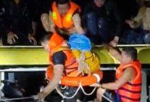 Photo of Nghẹt thở giải cứu 20 người mắc kẹt trong xe khách bị nước lũ cuốn trôi ở Quảng Bình