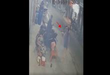 """Photo of Video: Bé trai bị người phụ nữ tông bất tỉnh khi """"lao vụt"""" sang đường"""