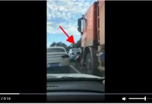 Photo of CLIP: Chen lên đầu xe tải, cô gái lập tức bị cuốn trọn vào gầm, những giây cuối mới khó tin