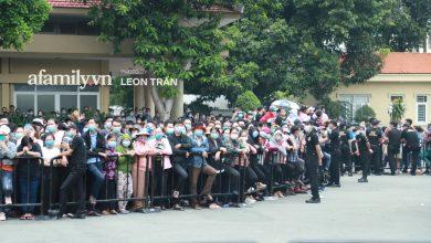 Photo of Trời Sài Gòn bắt đầu đổ mưa, người hâm mộ vẫn cố nán lại tiễn đưa nghệ sĩ Chí Tài chặng đường cuối cùng