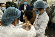 Photo of Thông tin mới về sức khoẻ 3 người tình nguyện sau tiêm vắc-xin Covid-19