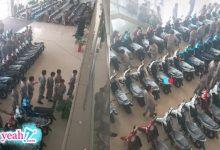 Photo of Công nhân xếp hàng 'cả cây số' nhận thưởng Tết toàn xe máy xịn