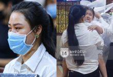 Photo of Xót xa hình ảnh vợ cố NS Vân Quang Long mắt đỏ ngầu ôm di ảnh chồng, con thơ bật khóc không chịu đeo khăn tang