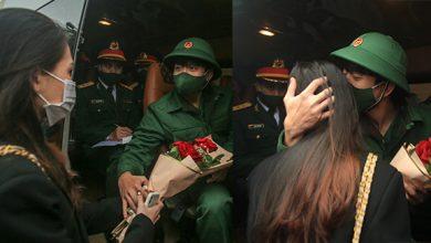 """Photo of Clip Xúc động: """"Cô giáo tương lai"""" vượt hơn 1.000km ra Hà Nội tiễn người yêu lên đường nhập ngũ"""