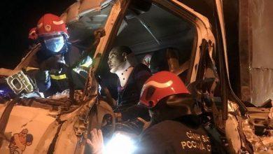 Photo of Xe tải đâm kinh hoàng vào xe đầu kéo trên cầu Thanh Trì, 3 người mắc kẹt trong cabin