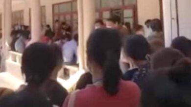 Photo of Xôn xao clip trường Đại học Vinh tổ chức thi đông người trong mùa dịch Covid-19