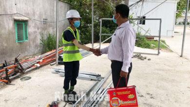 """Photo of Vụ """"bánh mì không phải hàng thiết yếu"""": PCT phường Vĩnh Hòa xin lỗi anh Trần Văn Em"""