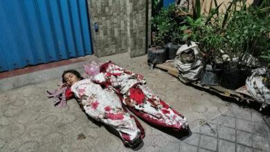 Photo of 2 em nhỏ đắp chăn ngủ ngoài đường vì không biết nương tựa vào ai: Câu chuyện phía sau vừa chua xót vừa ám ảnh