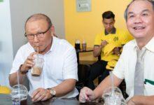 Photo of Xúc động trước tâm sự của ông Park với bầu Đức: Tôi cứ nghĩ đến Việt Nam cùng lắm là 1 năm
