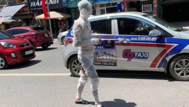 """Photo of """"Xác ướp"""" đeo khẩu trang tung tăng đi bộ trên đường phố Thái Nguyên"""