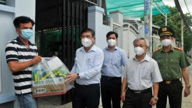 Photo of Chủ tịch UBND TPHCM Nguyễn Thành Phong: Người dân cứ an lòng, tất cả trường hợp khó khăn sẽ được hỗ trợ