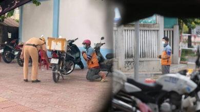 Photo of TP.HCM: Hình ảnh shipper quỳ gối xin tha sau khi vi phạm quy định phòng chống dịch khiến nhiều người tranh cãi
