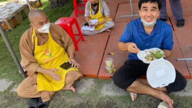 Photo of 100 ngày làm từ thiện của Quyền Linh: Cảnh cha con rất gần mà cũng rất xa đau lòng chứ!