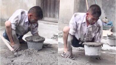 Photo of Hình ảnh xúc động: Người thợ hồ dùng miệng xách vữa để mưu sinh